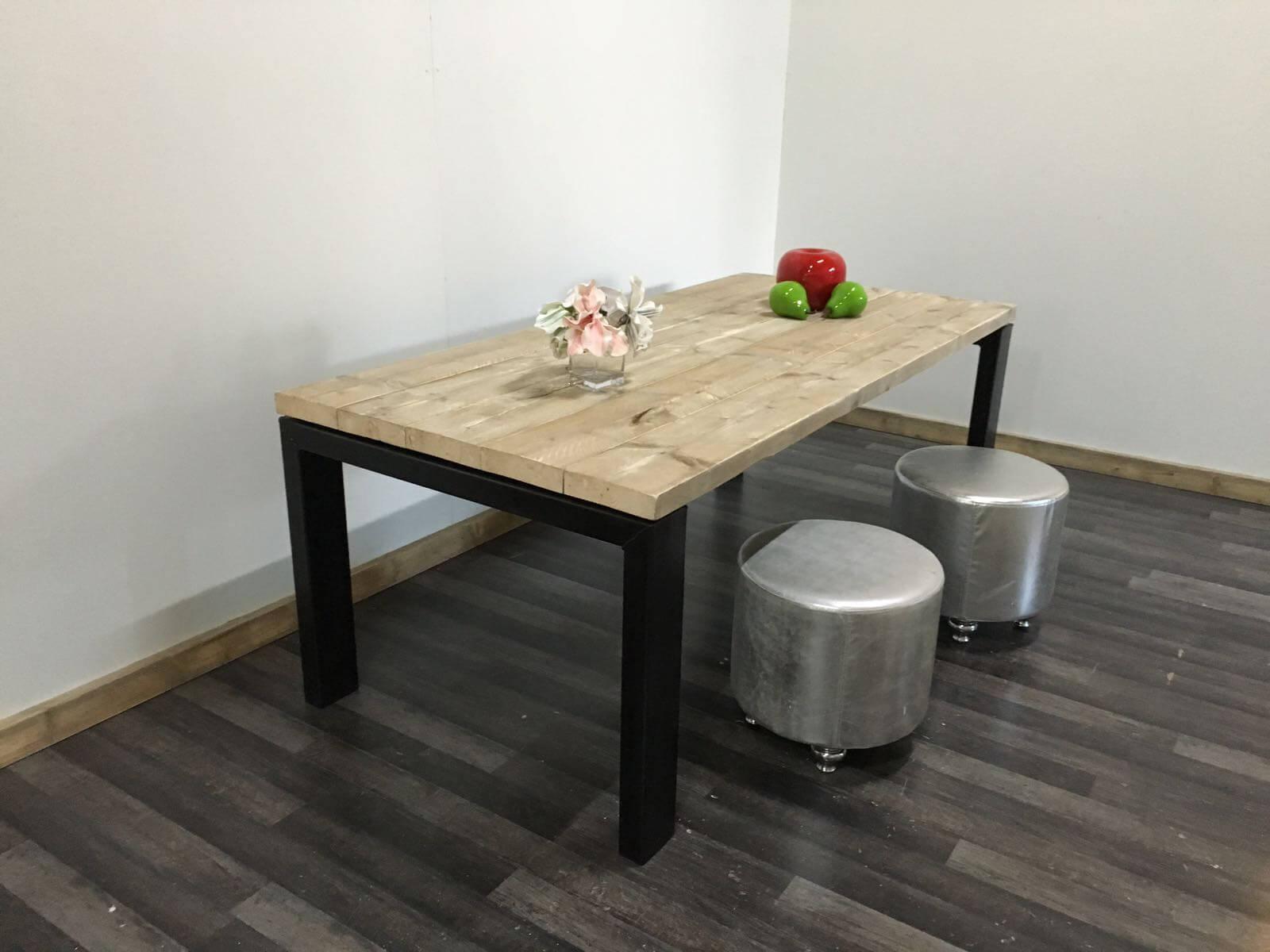 Ijzeren Onderstel Tafel : Steigerhouten tafel lufkin met metalen onderstel