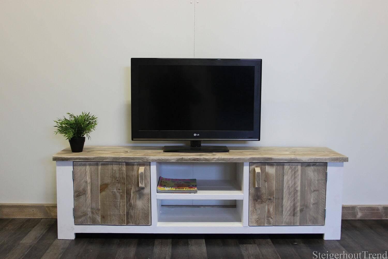 Steigerhouten tv meubel cheney steigerhouttrend for Steigerhouten tafel met steigerbuizen zelf maken