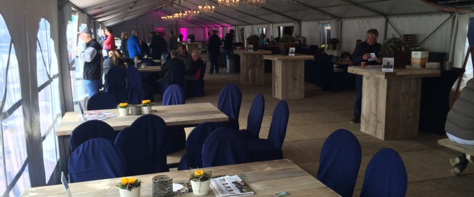 steigerhouten meubelen voor evenementen