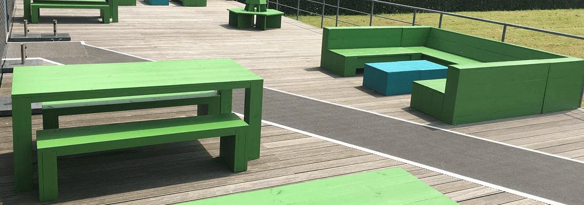 Steigerhouten loungebanken voor terras en tuin