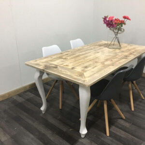 Steigerhouten tafel Estill