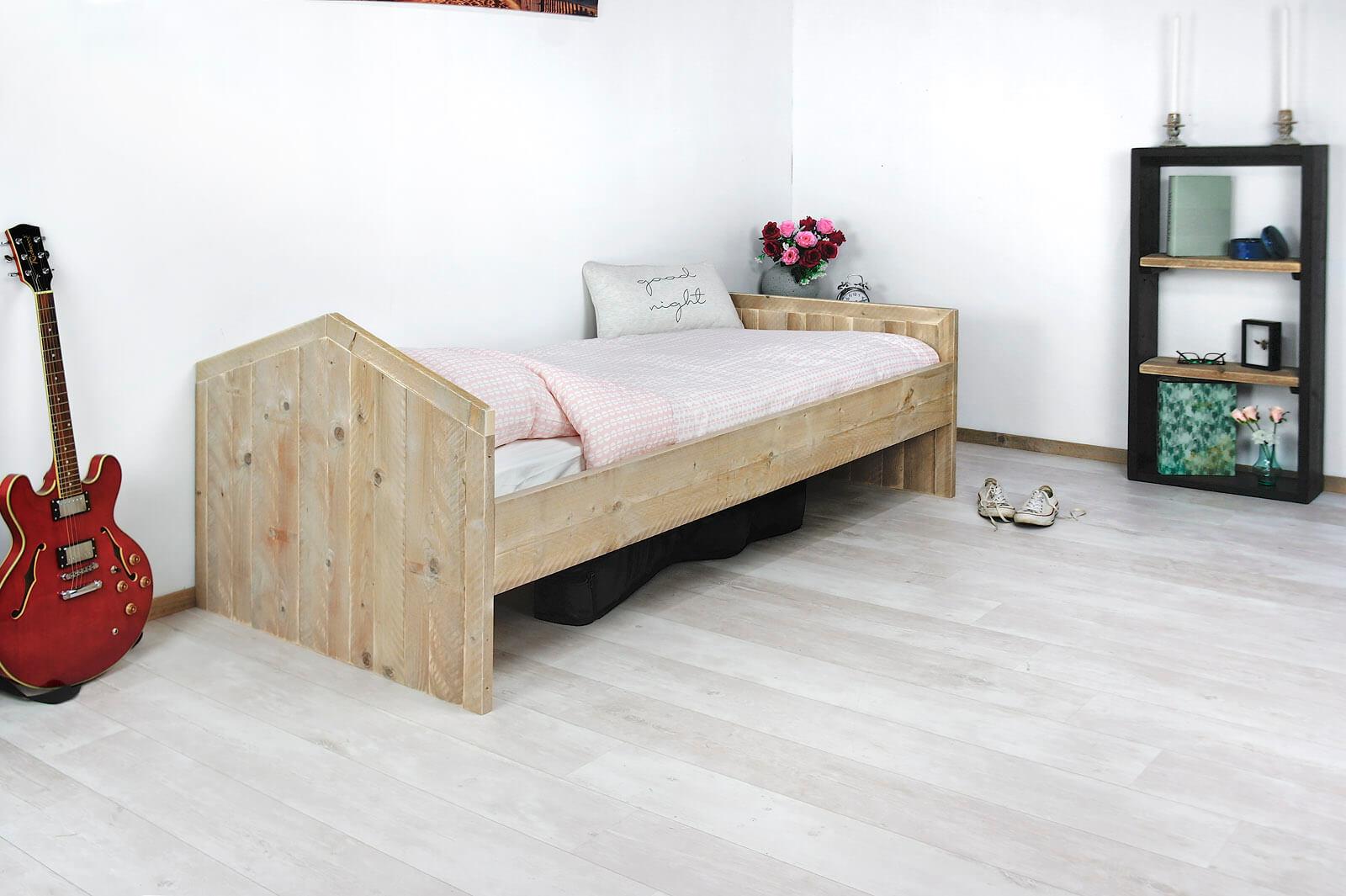 Stoere Steigerhouten Stapelbed.Steigerhouten Bed Coolin Met Stoer Hoofdbord Kopen Bestel Online