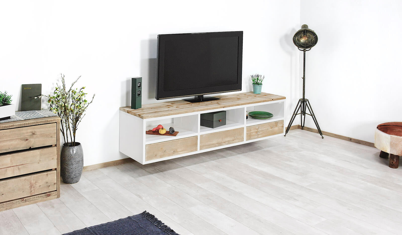 Tv Meubel Op Maat.Steigerhouten Hangend Tv Meubel Edon In Landelijke Stijl 20