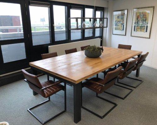 Steigerhouten vergadertafel