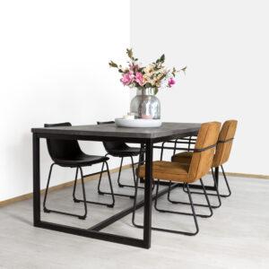 Betonlook industriele tafel Essie met O poten en onderkoker