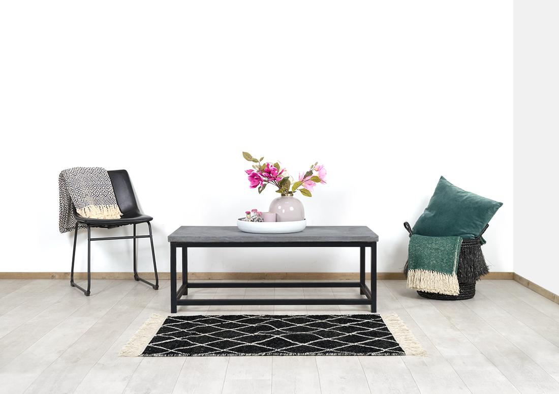 Betonlook salontafel Lotus met ijzeren onderstel