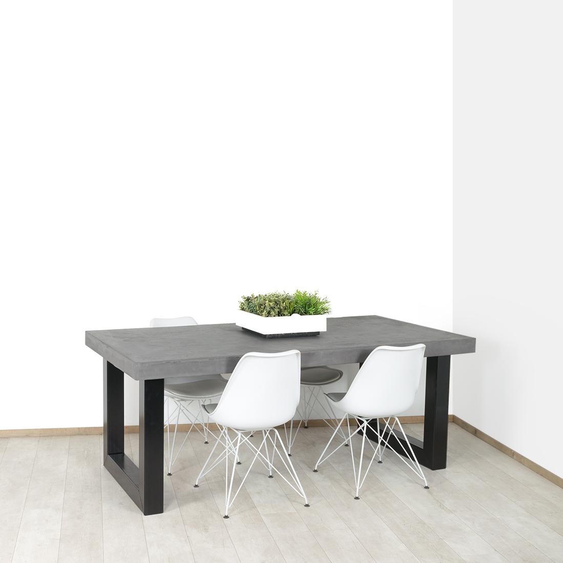 Betonlook tafel Fiatt met industriele U poot