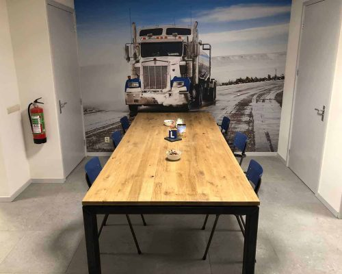 Industriële tafel Lufkin met ijzeren N poten