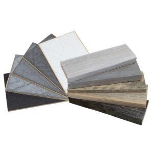 Samples van betonlook en steigerhout