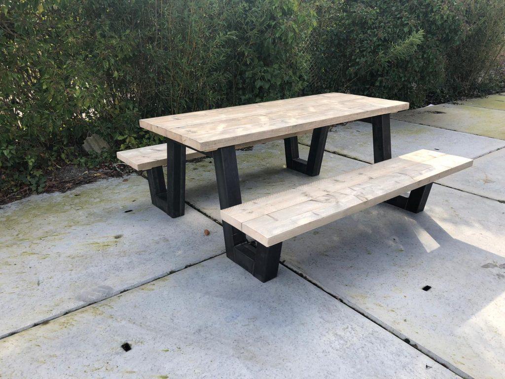 Steigerhouten picknicktafel Watson met stalen frame