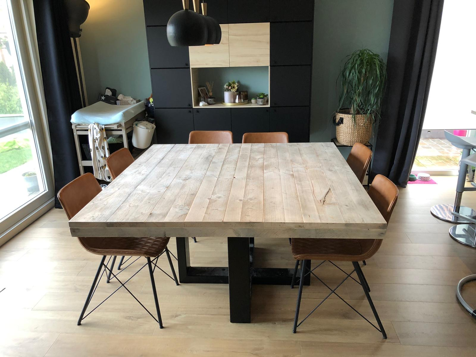 Steigerhouten tafel Delvon met stalen spinpoot