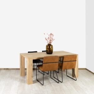 Eikenhouten tafel Albin met blokpoten